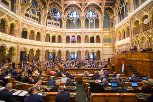 Adócsökkentésről döntött az Országgyűlés