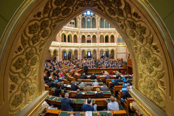 A veszélyhelyzet megszüntetéséről szavaz kedden az Országgyűlés