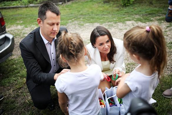 Novák Katalin: Minden gyermeknek biztosítani kellene a családi környezetet