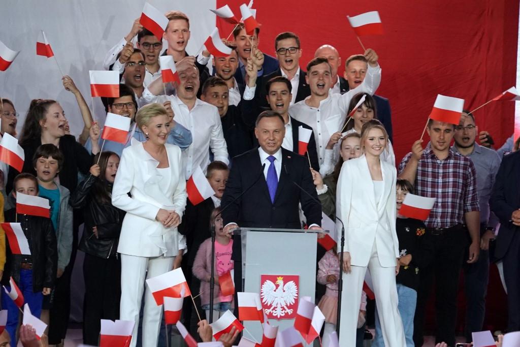Andrzej Duda a voksok 51,21 százalékát szerezte meg