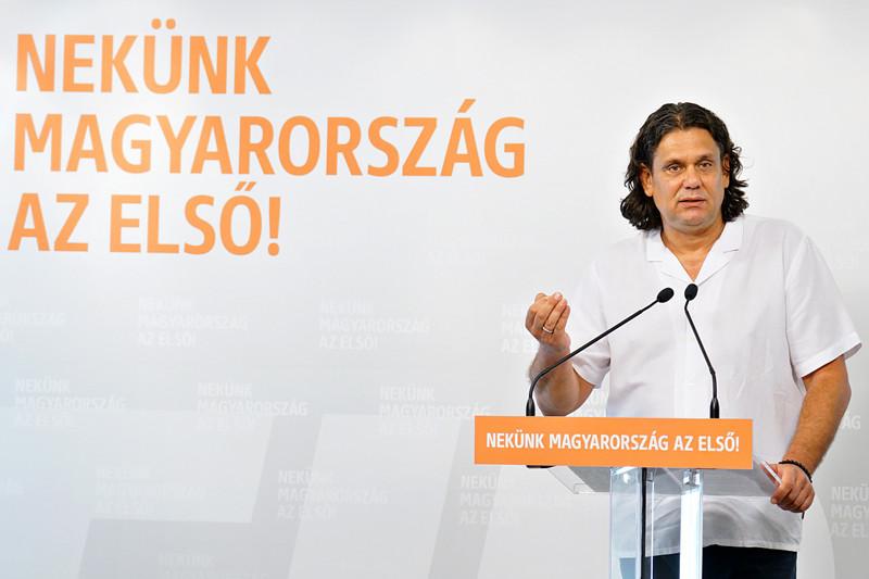 A magyar polgárok hatalmas győzelmeként és a hazai baloldali, liberális politikusok súlyos vereségeként értékelte a Fidesz európai parlamenti delegációvezetője a legutóbbi EU-csúcson az unió következő hétéves költségvetéséről hozott döntést