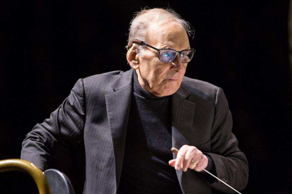 A legendás filmzenék komponistája hétfő hajnalban, egy római klinikán hunyt el