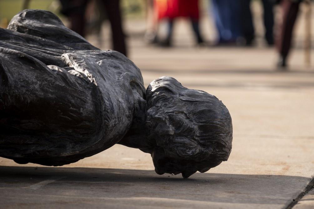 Szélsőségesek egy csoportja ledöntötte a Minnesota állambeli St. Paulban található Kolumbusz szobrot