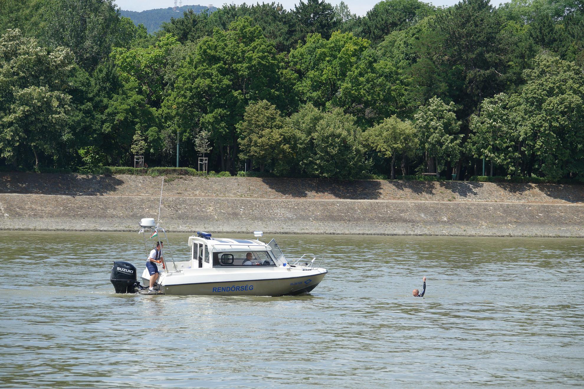 A Dunai Vízirendészeti Rendőrkapitányság és az Országos Mentőszolgálat bemutató mentése
