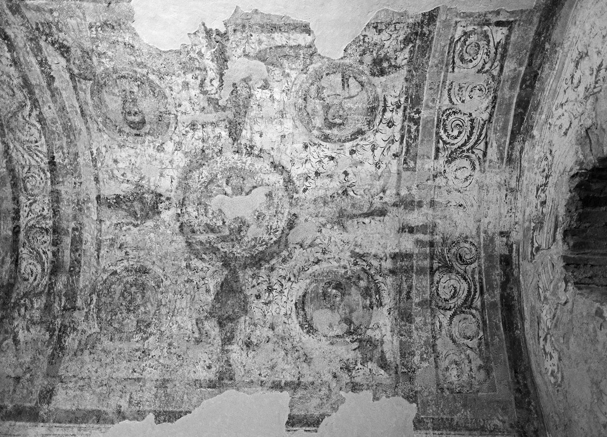 A sírkamrák ábrázolásain valószínűleg a négy apostol is feltűnik