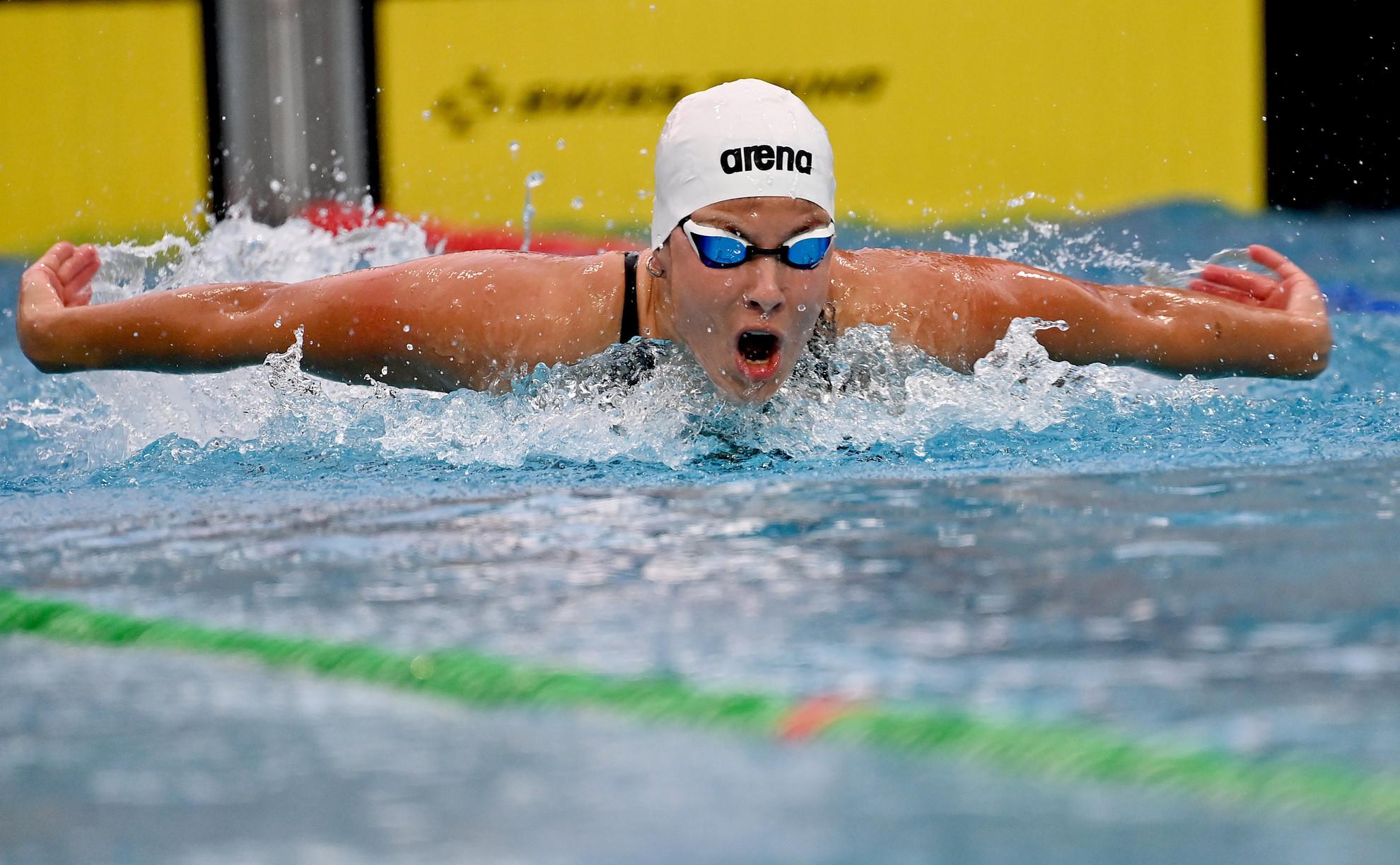 A későbbi győztes Szilágyi Liliána a 100 méteres pillangóúszás döntőjében a Négy Nemzet Úszóversenyén a margitszigeti Hajós Alfréd Nemzeti Sportuszoda és Széchy Tamás Uszodában 2020. július 24-én
