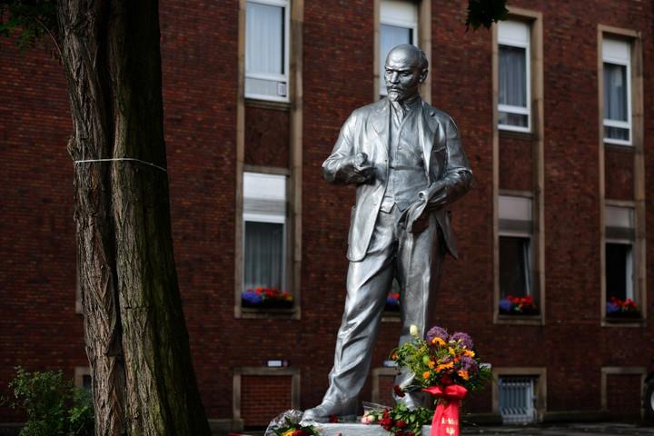 Fidesz-KDNP: Felháborító, hogy Németországban szobrot emeltek Leninnek