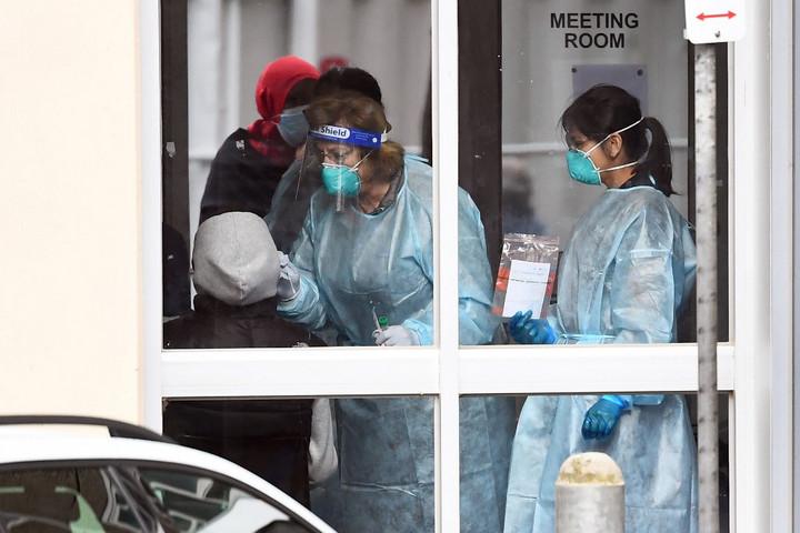 Világszerte újra szigorításokat vezetnek be a járvány miatt