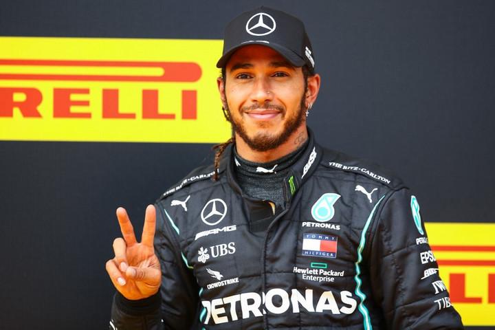 Hamilton rajt-cél győzelmet aratott a Stájer Nagydíjon