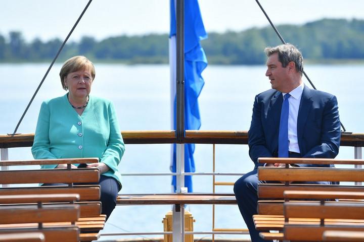 Kerülte a válaszadást Söder kancellárjelöltségéről Merkel