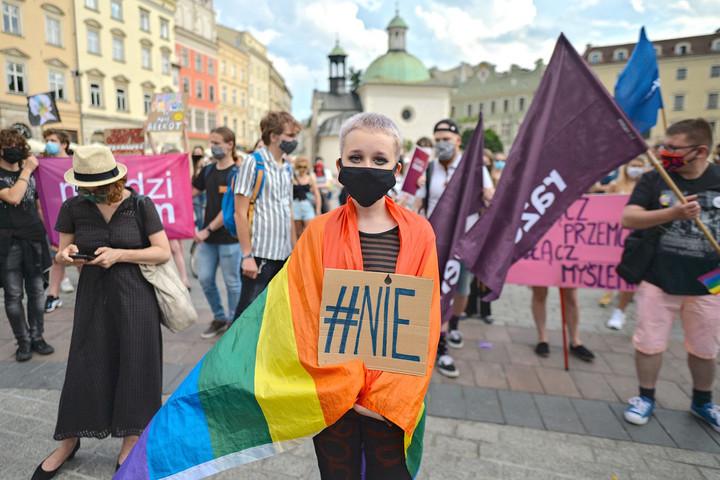 Varsó mérheti az újabb csapást a genderlobbira