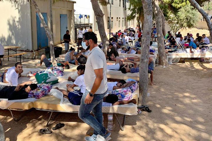 Szicília kormányzója megkezdte a migránstáborok ellenőrzését