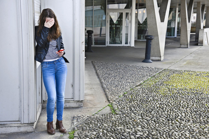 A magyar tinédzserek ötödét érte már internetes zaklatás