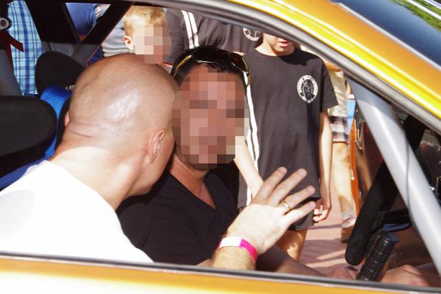 Egy zsarolással gyanúsított férfi szervezi a konzultációs ívek gyűjtését Üllőn