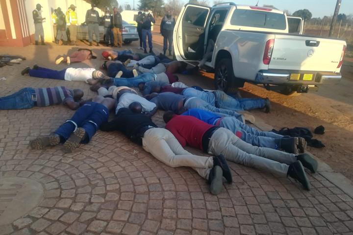 Fegyveresek több embert megöltek egy dél-afrikai templomban