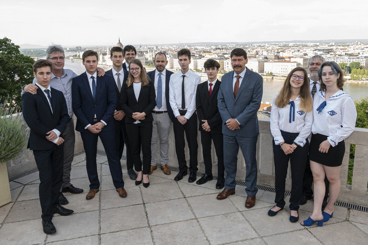 Áder János fogadta a Stockholmi Ifjúsági Víz Díj magyar döntőseit