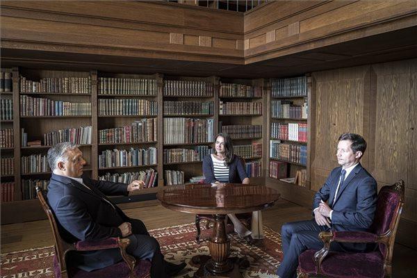 Orbán Viktor a francia Republikánusok vezető politikusával tárgyalt