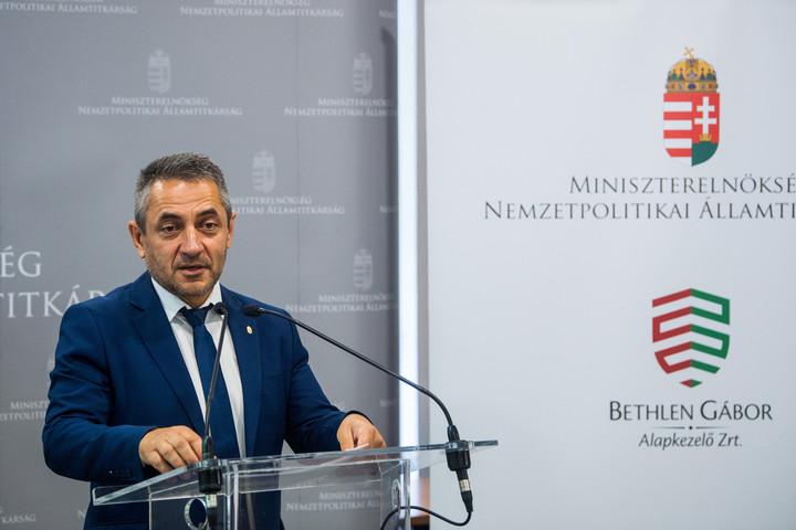 Több mint 2,2 milliárd forint támogatást kapnak a külhoni magyar közösségek
