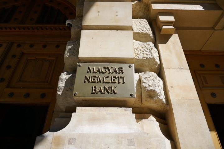 Az állami és jegybanki hitelprogramok stabilizálják a hitelpiacot