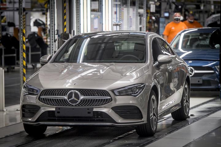 Megkezdődik a hibrid autók gyártása Kecskeméten