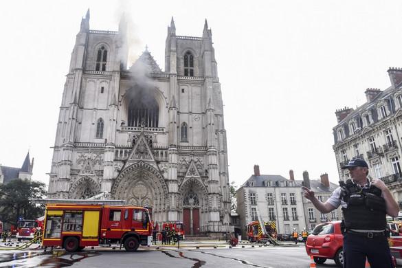 Tűz ütött ki a nantes-i székesegyházban