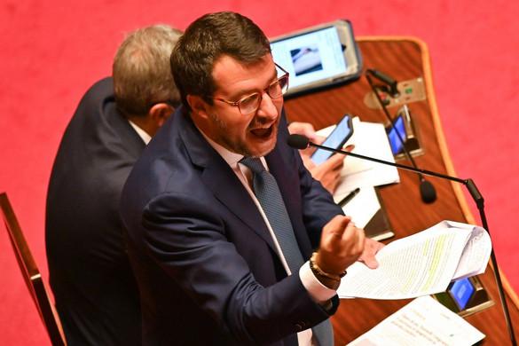 Nem hagyja megfélemlíteni magát Salvini