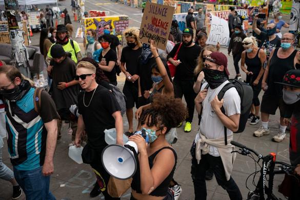 Seattle polgármestere elrendelte az erőszakos tüntetők által elfoglalt zóna felszámolását