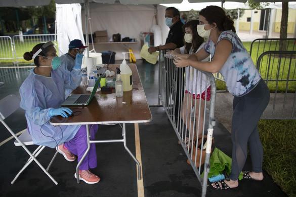 Már 30,9 millió az igazolt koronavírus-fertőzöttek száma világszerte