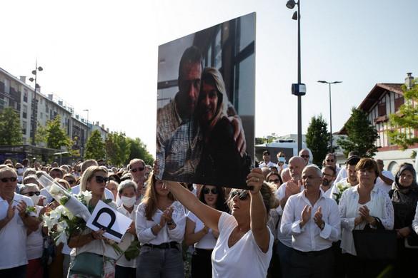 Belehalt sérüléseibe a megvert francia buszsofőr - hallgatnak a jogvédők
