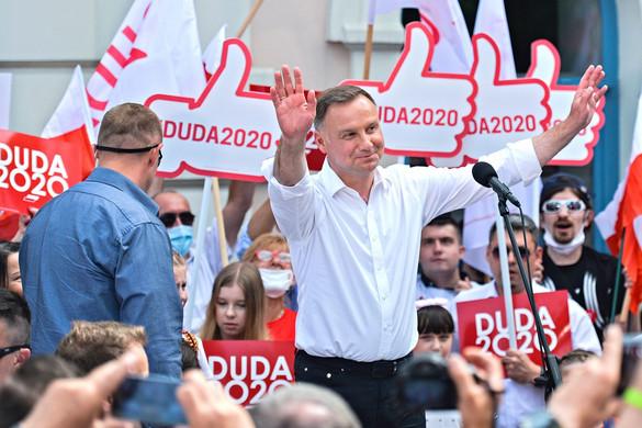 Andrzej Duda vezet a lengyel elnökválasztás második fordulójában