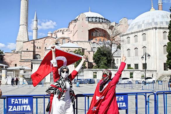 Eldőlt: Erdoğan minden külföldi tiltakozás ellenére elrendelte az isztambuli Hagia Sophia visszaalakítását mecsetté