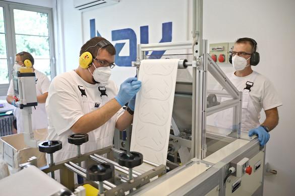 Új maszkgyártó gép kezdte meg működését