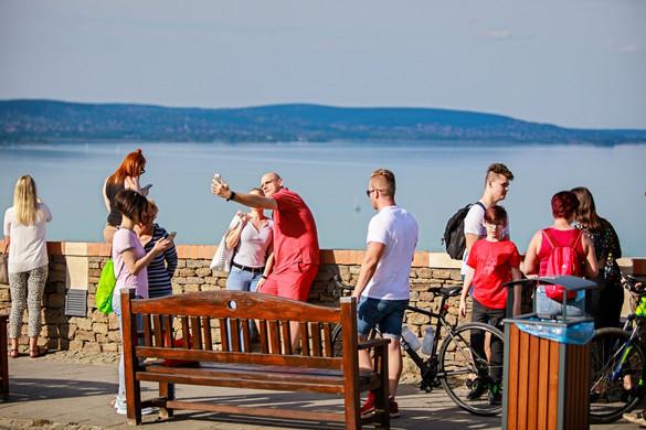 A korlátozások feloldása után megélénkülhet a magyarországi turizmus