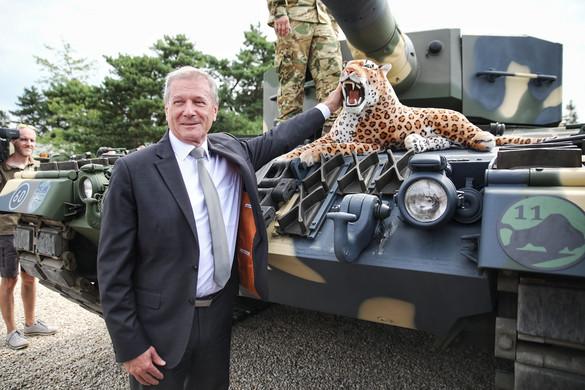 Megérkezett az első négy Leopard harckocsi