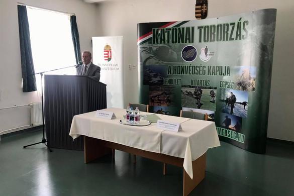 A Magyar Honvédség háromezer embernek ad munkát a következő fél évben