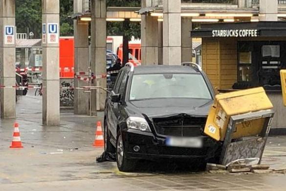 A tömegbe hajtott egy autós Berlinben