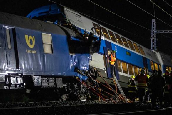 Vonatok ütköztek Prága közelében