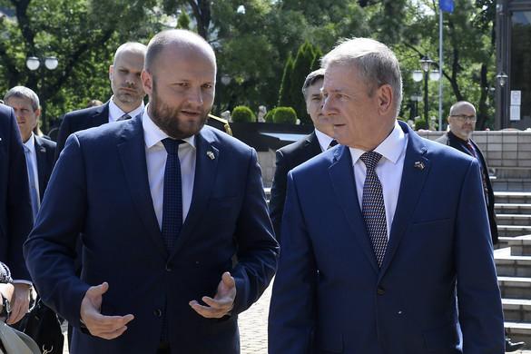 Benkő Tibor: Közép-Európa biztonságáért közösen kell fellépni