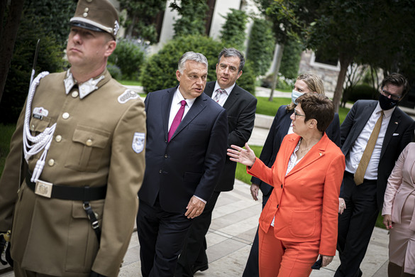 Orbán Viktor Annegret Kramp-Karrenbauert fogadta