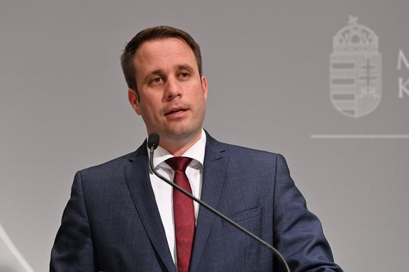 Dömötör: Gyurcsány Ferenc pártja felelőtlen és veszélyes játékba kezd, amikor az oltás ellen buzdít