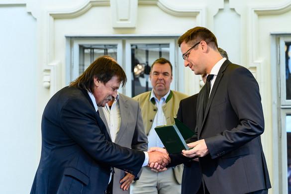 Gulyás: A kormány célja, hogy a Velencei-tó és térsége tovább fejlődhessen