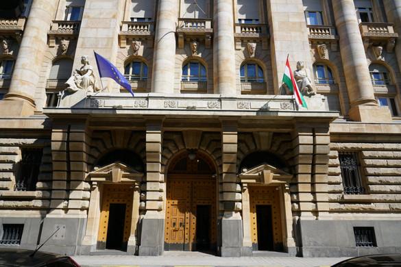 Banki osztalékstop hosszabbítása, felkészülés az írásbeli ügyintézésre