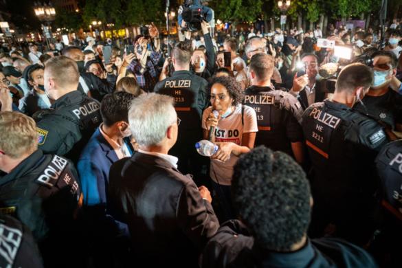 A faji megkülönböztetés ellen tüntettek Frankfurtban