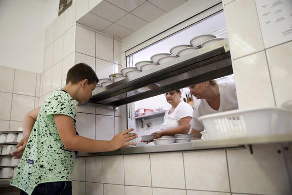 Másfél milliárd forintból újulhatnak meg konyhák a gyermekétkeztetésben