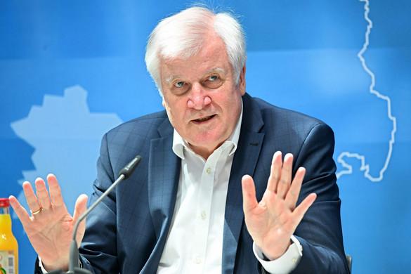 Seehofer: Szeptember végére lesz készen az EU menekültügyi reformjára vonatkozó javaslat