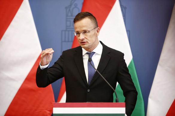 Szijjártó: Magyarország és Lengyelország kitart egymás mellett