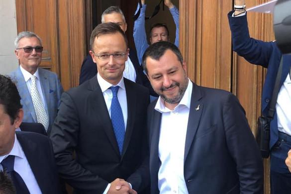 Szijjártó: Szégyen, hogy Matteo Salvinit állítják bíróság elé