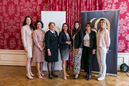 A járvány idején helytálló nőket díjazza a Nők Magyarországért Klub