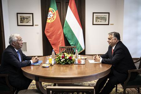Orbán Viktor a portugál miniszterelnökkel tárgyal