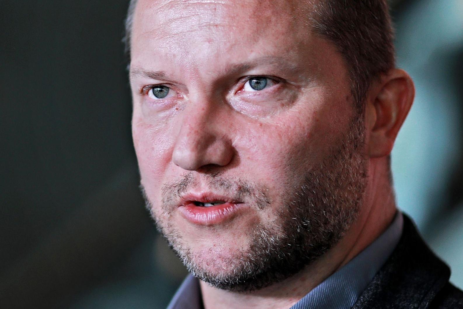 A kormány szerint Ujhelyinek Brüsszelben kellene kutatnia
